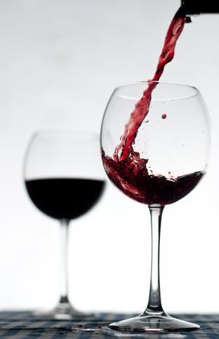 Servir el vino
